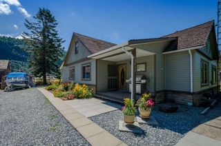 Photo 2: 38644 OLD YALE Road in Abbotsford: Sumas Prairie House for sale : MLS®# R2414803