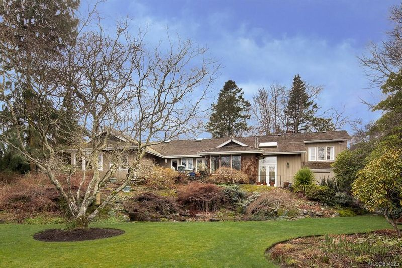 FEATURED LISTING: 3205 Exeter Rd