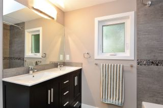 Photo 16: 14659 W BEACH Avenue: White Rock House for sale (South Surrey White Rock)  : MLS®# R2344837