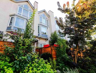 Photo 6: 126 Lakewood Drive in Vancouver: Townhouse for sale : MLS®# R2403079