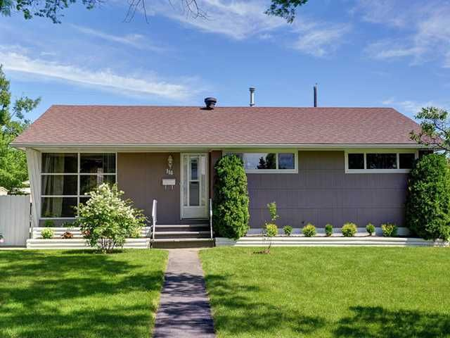 Main Photo: 116 THORNCREST Road NW in CALGARY: Thorncliffe Residential Detached Single Family for sale (Calgary)  : MLS®# C3576434