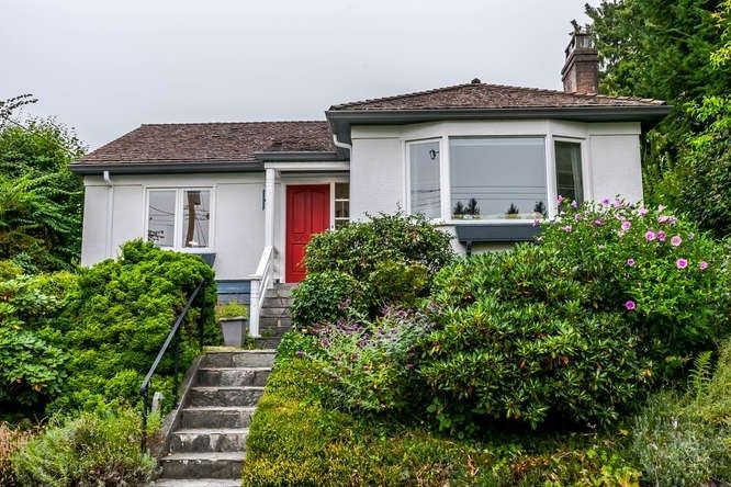 Main Photo: 2423 LAWSON Avenue in West Vancouver: Dundarave House for sale : MLS®# R2519485