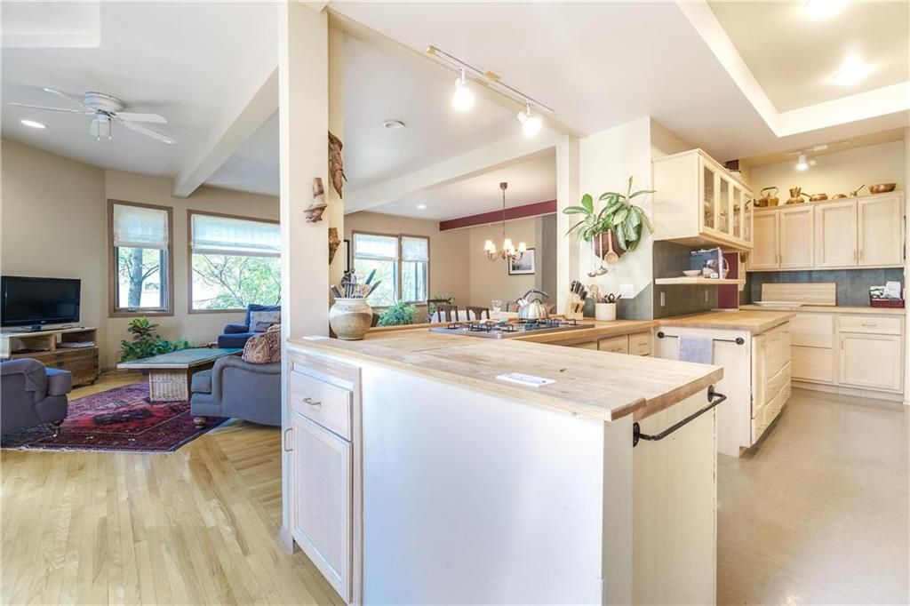 Photo 11: Photos: 906 North Drive in Winnipeg: East Fort Garry Residential for sale (1J)  : MLS®# 202116251