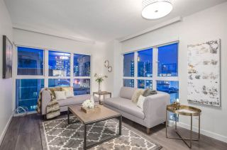 """Photo 1: 807 1188 HOWE Street in Vancouver: Downtown VW Condo for sale in """"1188 HOWE"""" (Vancouver West)  : MLS®# R2162667"""