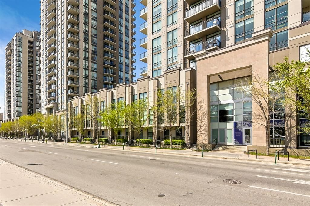 Main Photo: 1106 12 Avenue SW in Calgary: Beltline Row/Townhouse for sale : MLS®# A1111389