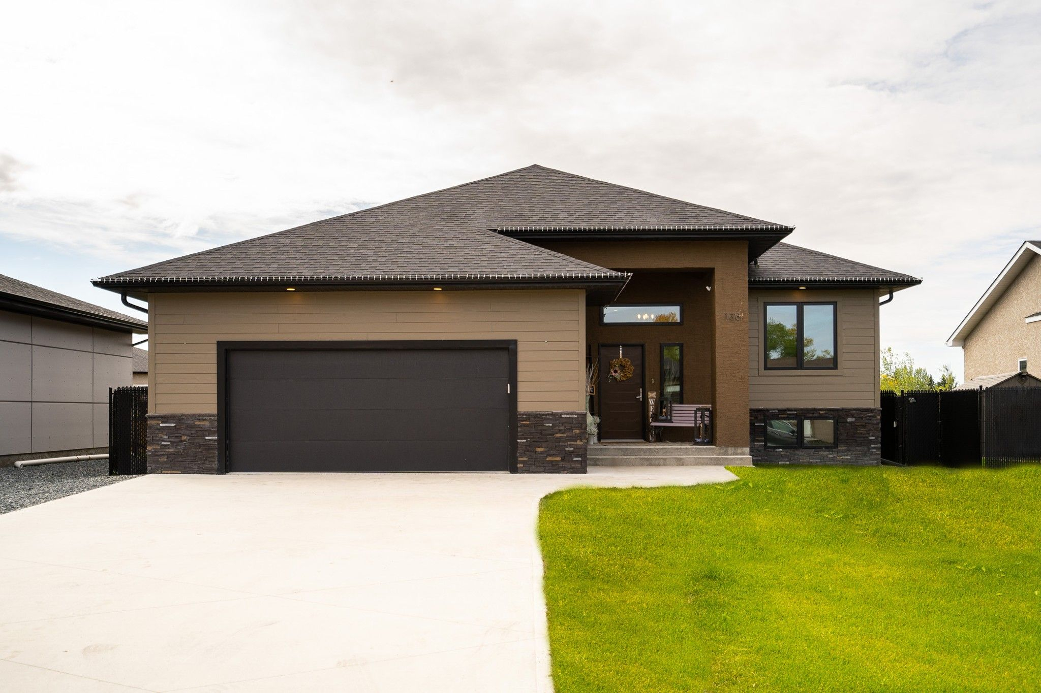 Main Photo: 136 Settlers Trail in Lorette: Serenity Trails Residential for sale (R05)  : MLS®# 202123610