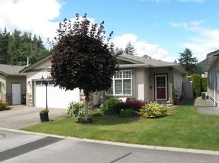 Photo 3: 20 21293 LAKEVIEW Crescent in Hope: Hope Kawkawa Lake Townhouse for sale : MLS®# R2596395
