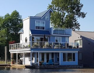 """Photo 1: 4 800 SOUTH DYKE Road in New Westminster: Queensborough House for sale in """"QUEENS GATE MARINA"""" : MLS®# R2539872"""