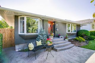 Photo 1: 3634 10 Street SW in Calgary: Elbow Park Detached for sale : MLS®# A1060029