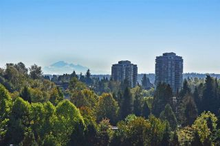"""Photo 1: 903 9623 MANCHESTER Drive in Burnaby: Cariboo Condo for sale in """"STRATHMORE TOWERS"""" (Burnaby North)  : MLS®# R2004016"""