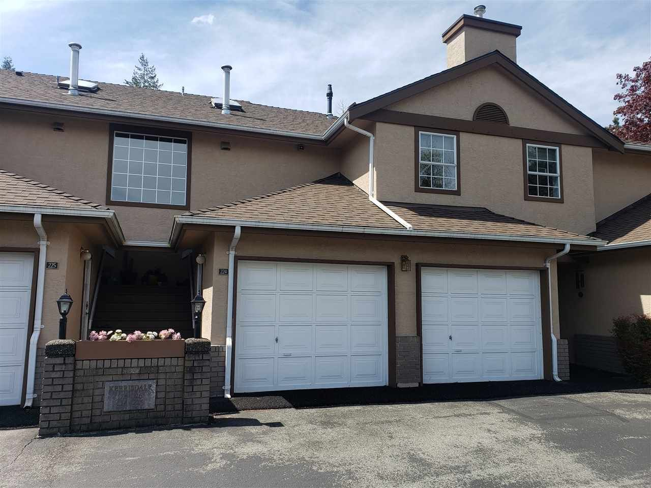 """Main Photo: 224 14861 98 Avenue in Surrey: Guildford Townhouse for sale in """"The Mansions"""" (North Surrey)  : MLS®# R2429452"""