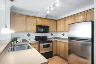 Photo 2: 302 128 W 21ST STREET in North Vancouver: Central Lonsdale Condo for sale : MLS®# R2408450