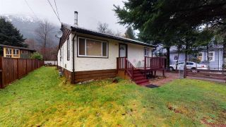 Photo 2: 39721 CLARK Road in Squamish: Northyards House for sale : MLS®# R2526497