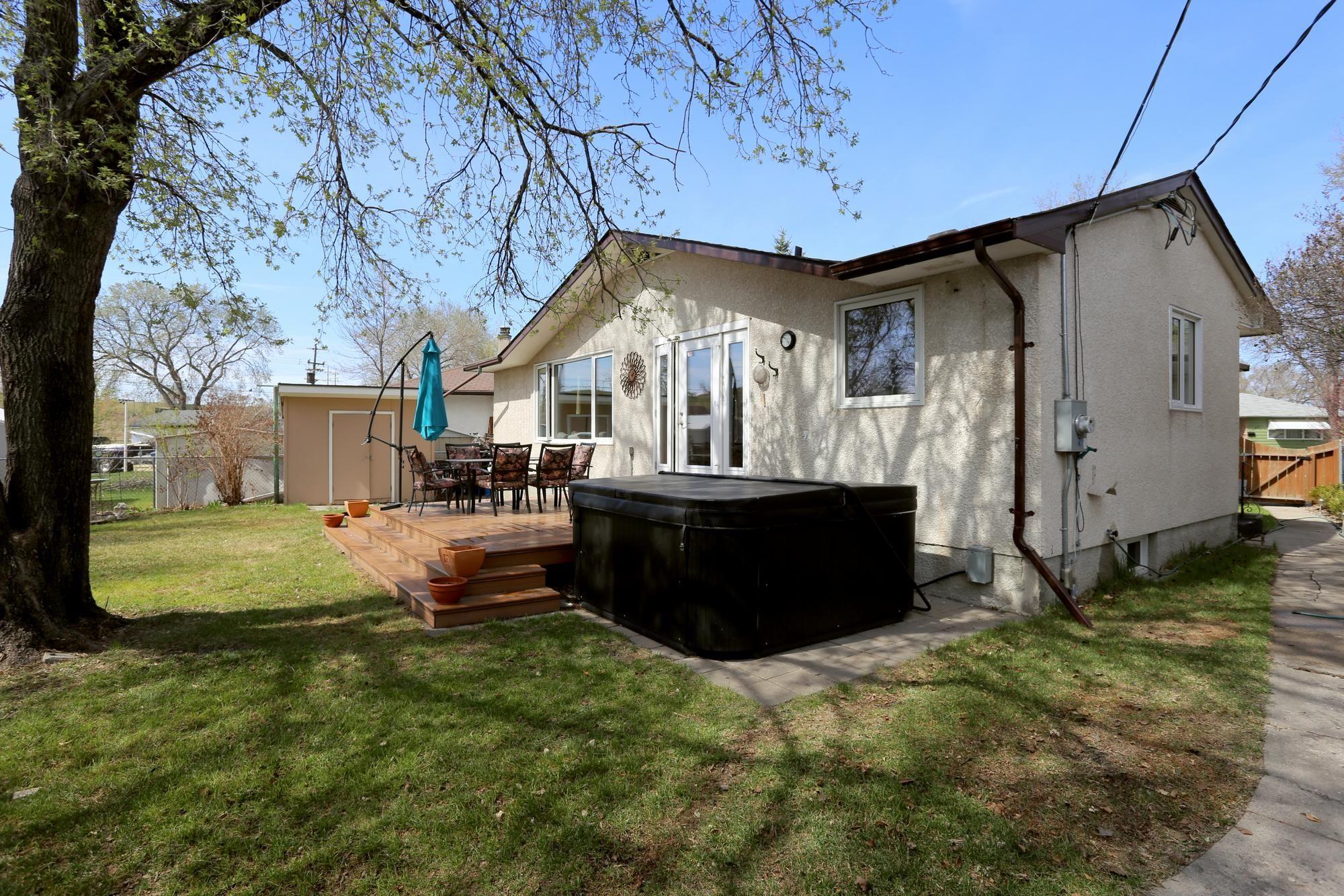 Photo 7: Photos: 1322 Valour Road in Winnipeg: Sargent Park Single Family Detached for sale (5C)  : MLS®# 1811835