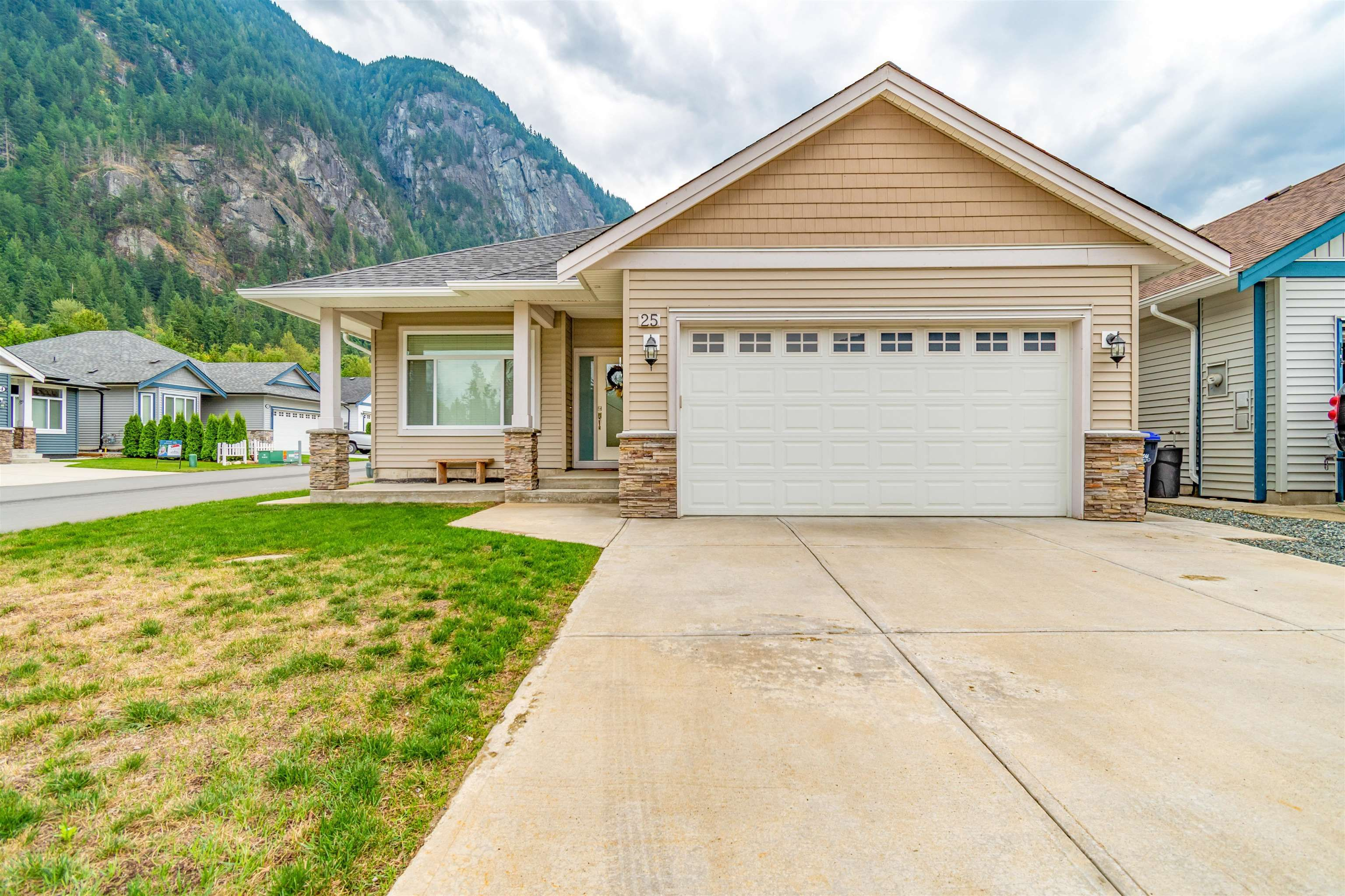"""Main Photo: 25 20118 BEACON Road in Hope: Hope Silver Creek House for sale in """"SILVER VALLEY ESTATES"""" : MLS®# R2615748"""