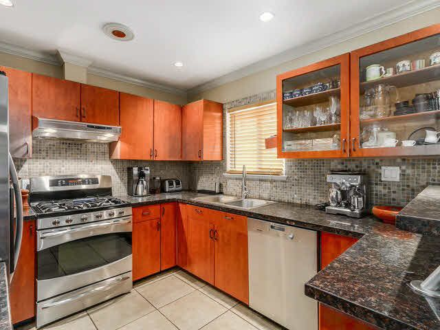 Photo 11: Photos: 267 CHESTER COURT in Coquitlam: Central Coquitlam House for sale : MLS®# 1141644