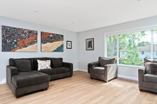 Photo 3: 3 1680 Ryan St in : Vi Oaklands Row/Townhouse for sale (Victoria)  : MLS®# 878328