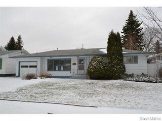 Photo 1: 2408 Irvine Avenue in Saskatoon: Nutana Park Single Family Dwelling for sale (Saskatoon Area 02)  : MLS®# 565482