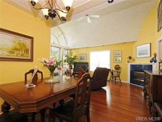 Photo 7: 201 9905 Fifth St in SIDNEY: Si Sidney North-East Condo for sale (Sidney)  : MLS®# 682484