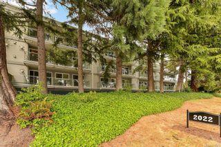 Photo 2: 413 2022 Foul Bay Rd in Victoria: Vi Jubilee Condo for sale : MLS®# 844389
