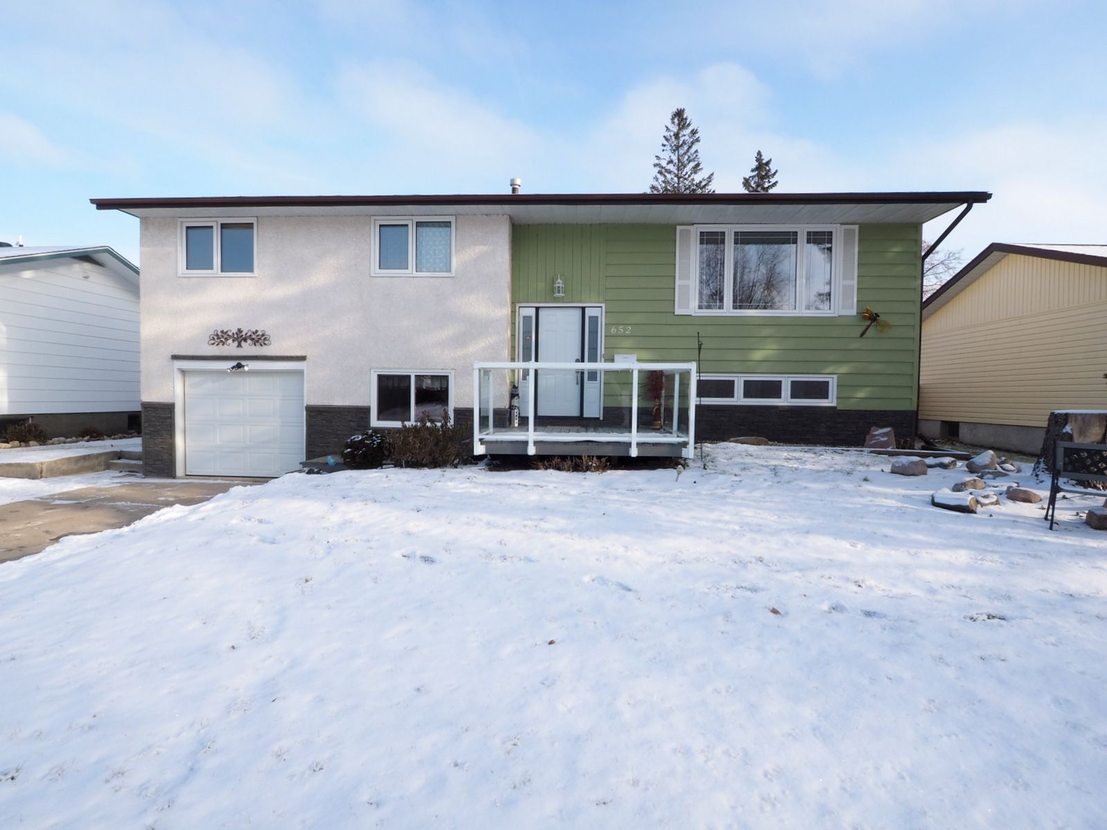Main Photo: 652 1st Street NW in Portage la Prairie: House for sale : MLS®# 202028351