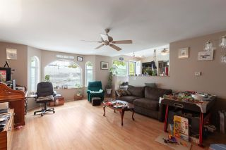 Photo 3: 1799 CHIEFVIEW Road in Squamish: Brackendale 1/2 Duplex for sale : MLS®# R2573227