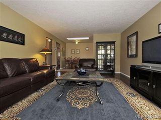 Photo 7: 2123 Ferndale Rd in VICTORIA: SE Gordon Head House for sale (Saanich East)  : MLS®# 664446