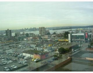 """Photo 7: 140 E 14TH Street in North Vancouver: Central Lonsdale Condo for sale in """"SPRINGHILL PLACE"""" : MLS®# V635846"""