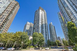 """Photo 1: 708 1495 RICHARDS Street in Vancouver: Yaletown Condo for sale in """"AZURA II"""" (Vancouver West)  : MLS®# R2606162"""