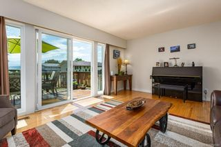 Photo 4: 2045 Beaufort Ave in : CV Comox (Town of) House for sale (Comox Valley)  : MLS®# 884580