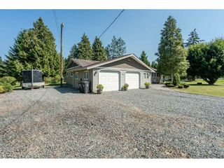 """Photo 2: 82 CLOVERMEADOW Crescent in Langley: Salmon River House for sale in """"Salmon River"""" : MLS®# R2485764"""
