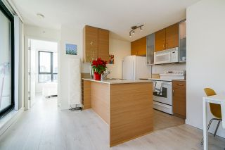 """Photo 10: 1407 977 MAINLAND Street in Vancouver: Yaletown Condo for sale in """"YALETOWN PARK 3"""" (Vancouver West)  : MLS®# R2524539"""