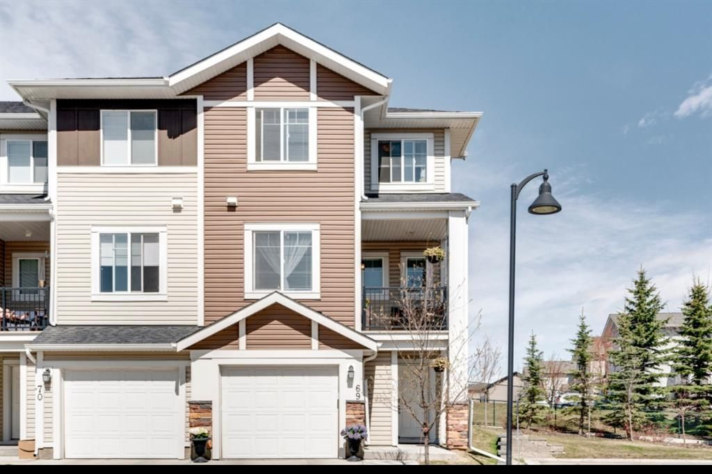 Main Photo: 69 300 MARINA Drive: Chestermere Row/Townhouse for sale : MLS®# A1102566