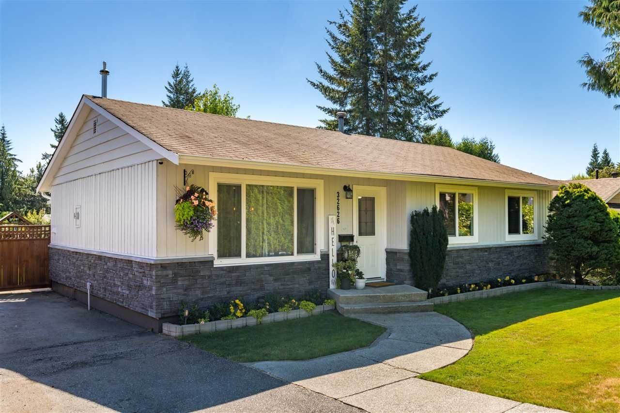 Photo 3: Photos: 32626 BADGER Avenue in Mission: Mission BC House for sale : MLS®# R2493289
