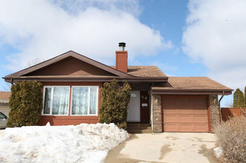 Photo 1: Photos: 28 Woodchester Place in Winnipeg: Charleswood Single Family Detached for sale (South Winnipeg)  : MLS®# 1406268