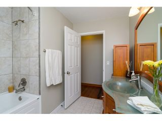 Photo 13: 15871 THRIFT Avenue: White Rock House for sale (South Surrey White Rock)  : MLS®# R2057585