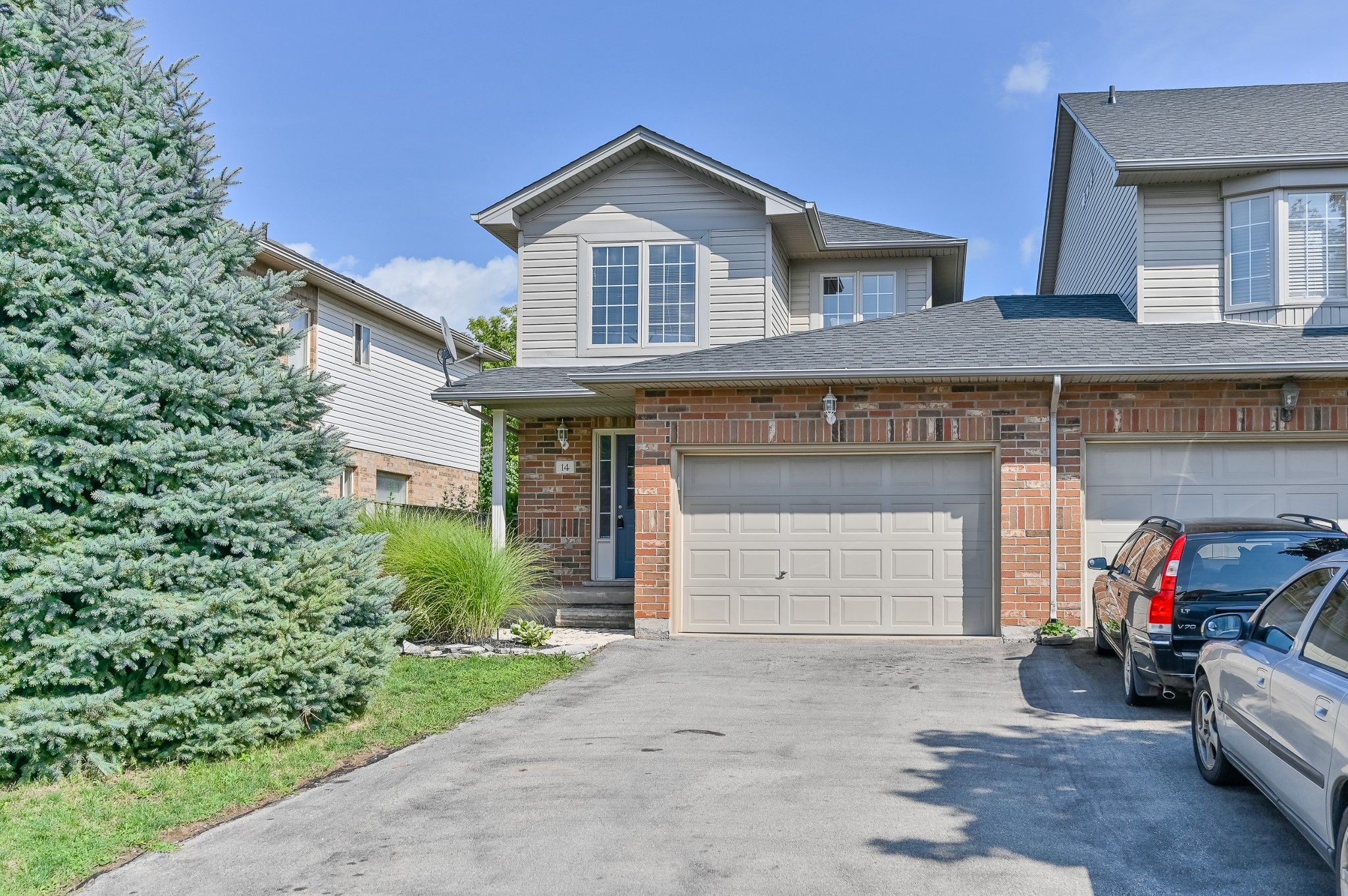 Main Photo: 14 Arrowhead Lane in Grimsby: House for sale : MLS®# H4061670