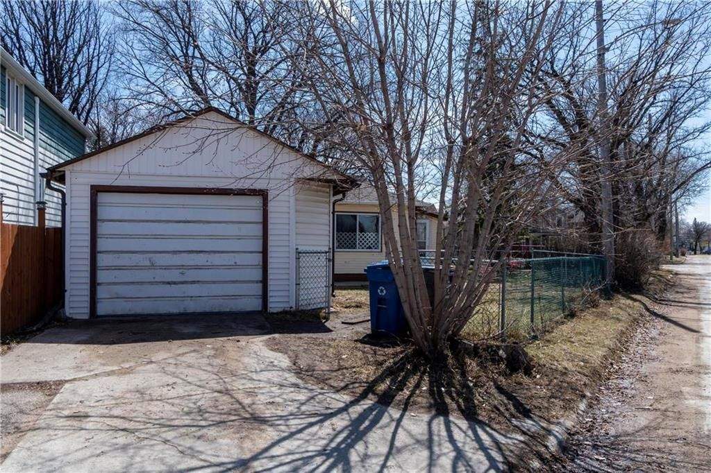 Photo 20: Photos: 711 Rosedale Avenue in Winnipeg: Lord Roberts Residential for sale (1Aw)  : MLS®# 202008672