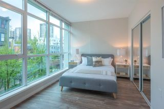 """Photo 9: 402 100 E ESPLANADE Street in North Vancouver: Lower Lonsdale Condo for sale in """"The Landing"""" : MLS®# R2357856"""