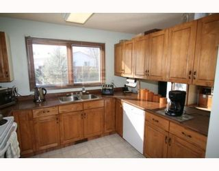 Photo 2: 573 CHALFONT Road in WINNIPEG: Charleswood Residential for sale (South Winnipeg)  : MLS®# 2903027