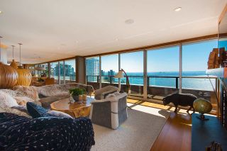 """Photo 7: 2001 1835 MORTON Avenue in Vancouver: West End VW Condo for sale in """"Ocean Towers"""" (Vancouver West)  : MLS®# R2585366"""