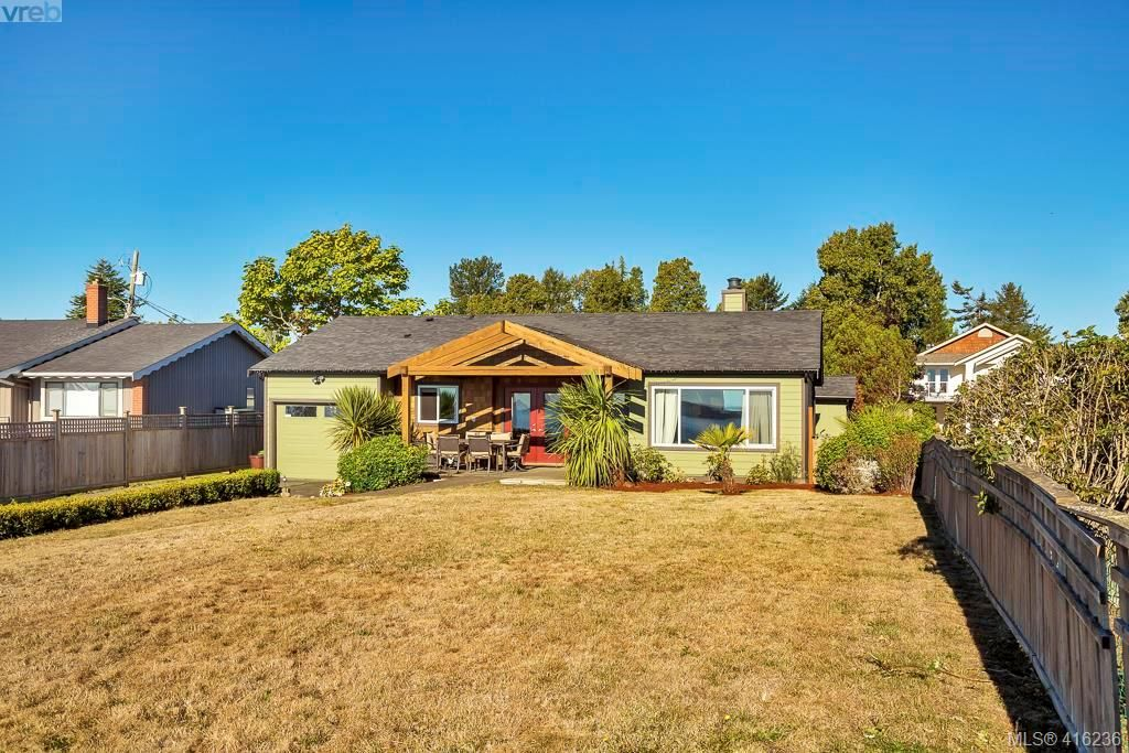 Main Photo: 9360 Lochside Dr in SIDNEY: Si Sidney South-East House for sale (Sidney)  : MLS®# 825690