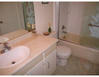 "Photo 7: 102 316 CEDAR Street in New Westminster: Sapperton Condo for sale in ""REGAL MANOR"" : MLS®# V801236"