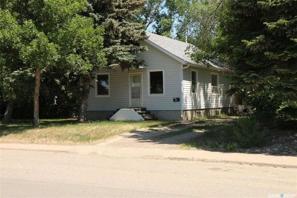 Main Photo: 455 6th Avenue Southeast in Swift Current: South East SC Residential for sale : MLS®# SK755781