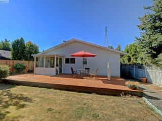 Photo 16: 1216 Loenholm Rd in VICTORIA: SW Layritz House for sale (Saanich West)  : MLS®# 769227
