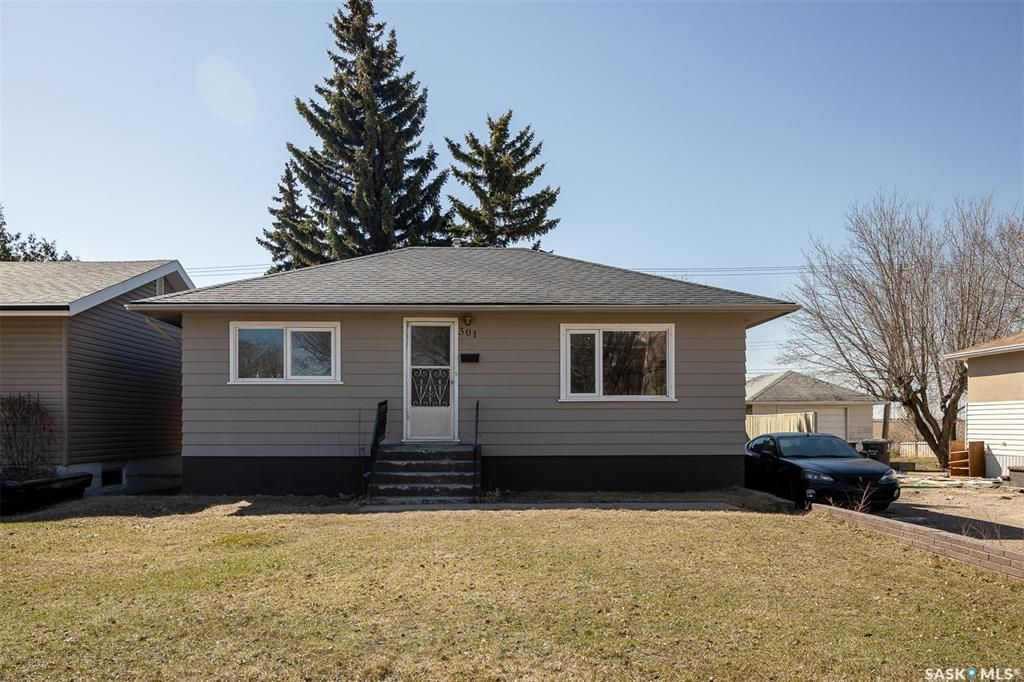 Main Photo: 301 108th Street West in Saskatoon: Sutherland Residential for sale : MLS®# SK850683
