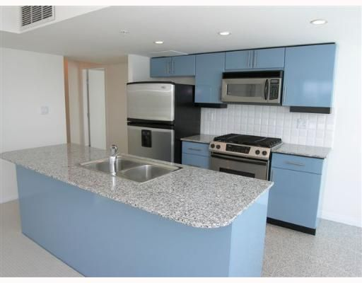 Photo 4: Photos: 201 138 E ESPLANADE Street in THE PIER: Home for sale : MLS®# V641613