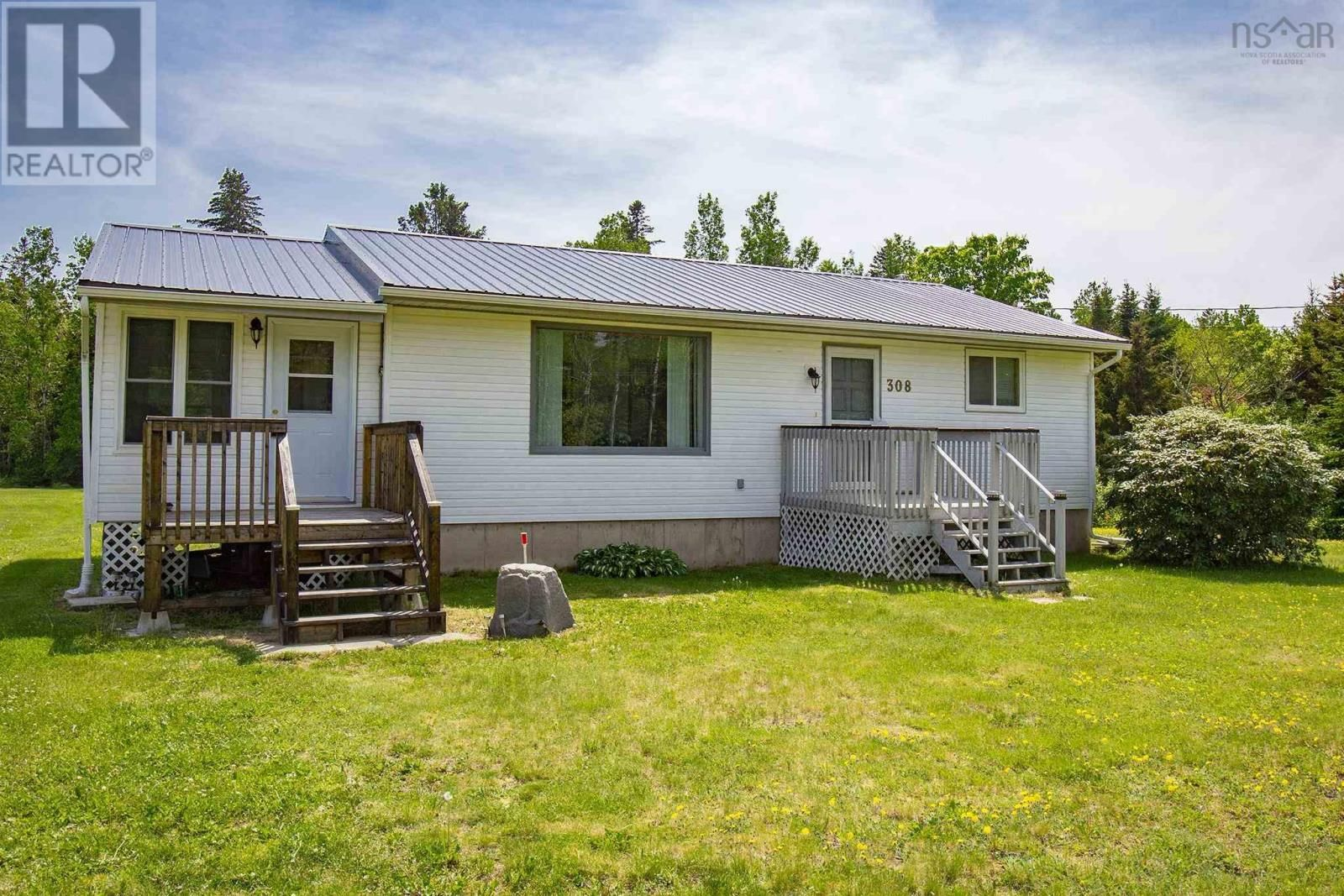 Main Photo: 308 Highway 2 in Lower Five Islands: House for sale : MLS®# 202124260