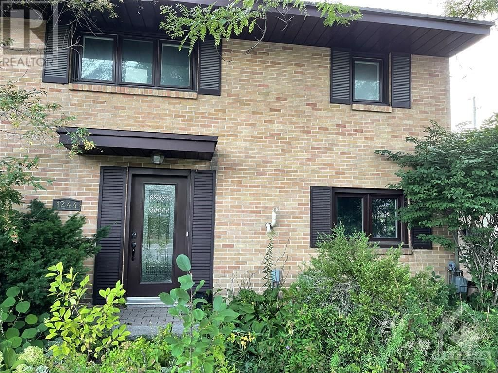 Main Photo: 1244 PRINCE OF WALES DRIVE in Ottawa: House for sale : MLS®# 1255534
