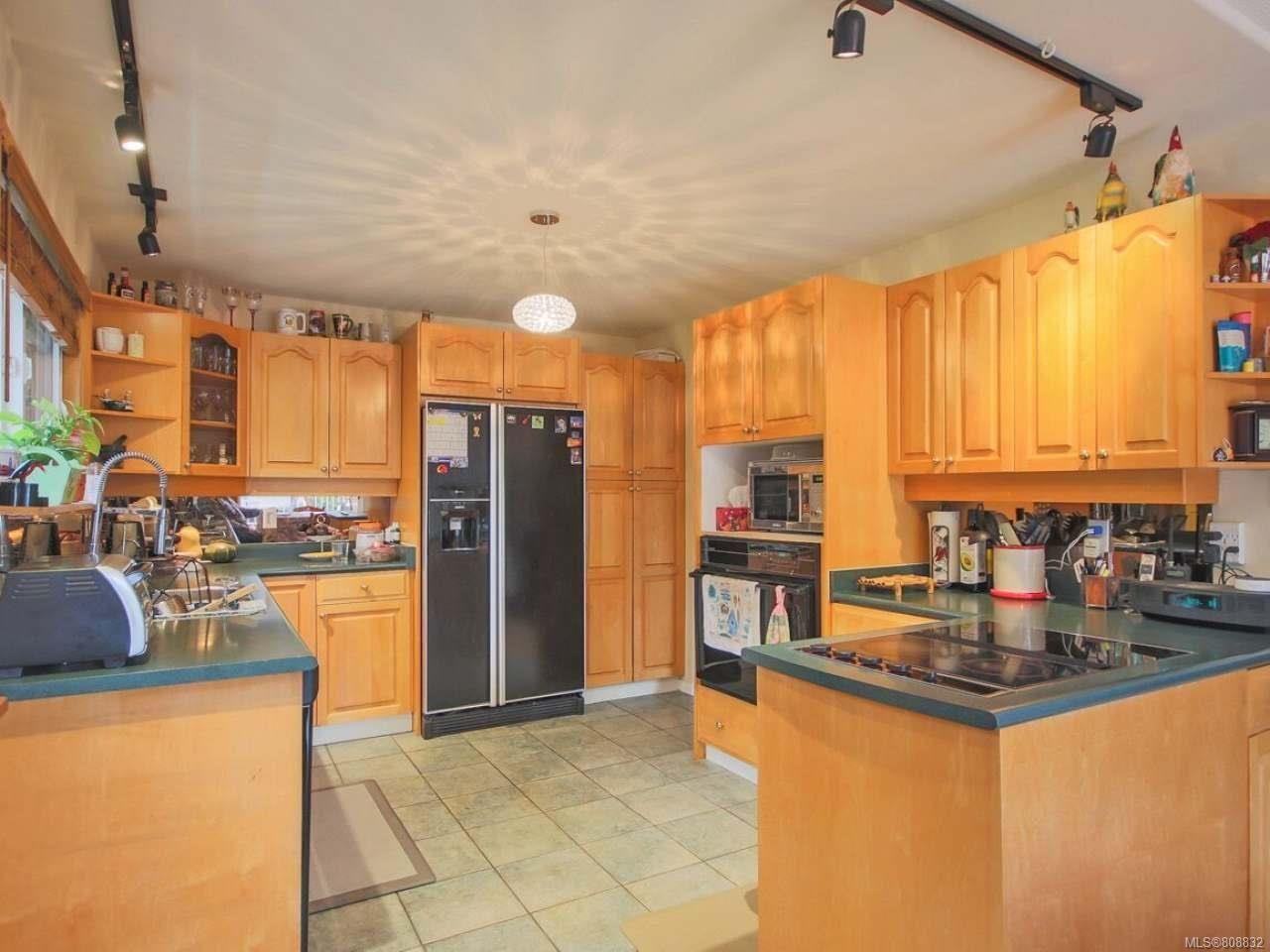 Photo 4: Photos: 5407 Lost Lake Rd in NANAIMO: Na North Nanaimo House for sale (Nanaimo)  : MLS®# 808832